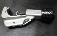 クロスバイクのハンドルをカットする方法と作業のポイント