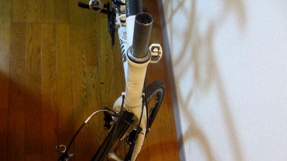クロスバイクのフラットバーハンドルの交換作業の方法