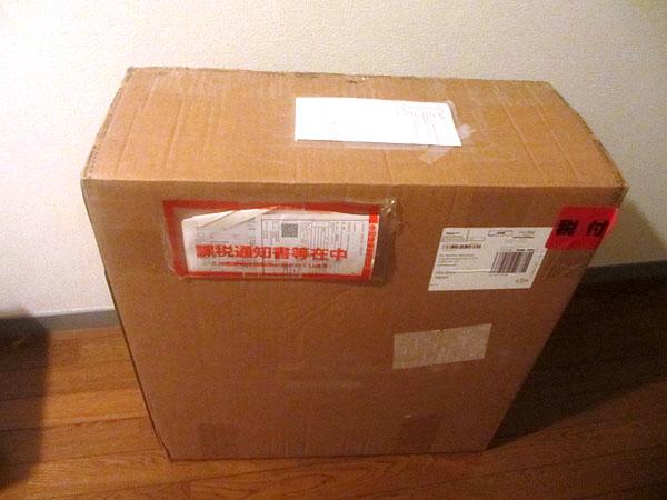 海外通販で購入したクロスバイクのロード用ホイールの箱