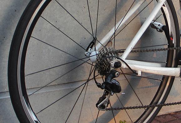 ロスバイクのESCAPE Airに自転車スタンドは付けてる?