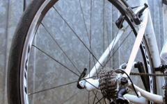 クロスバイクやロードバイクの細い23Cタイヤのパンク防止対策