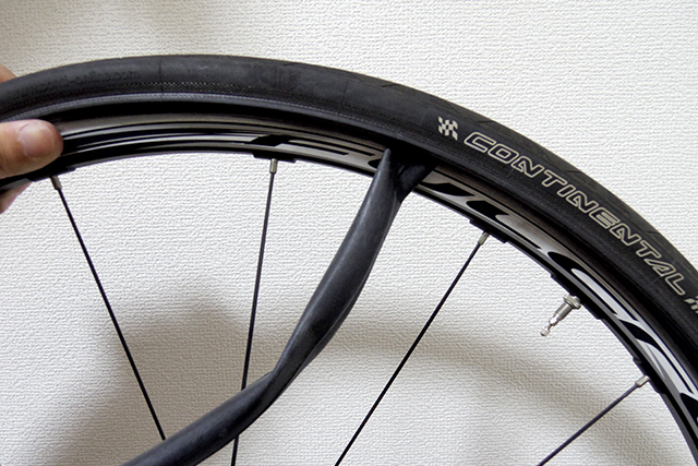 クロスバイクやロードバイクの細いタイヤはパンクしやすいと言われる理由