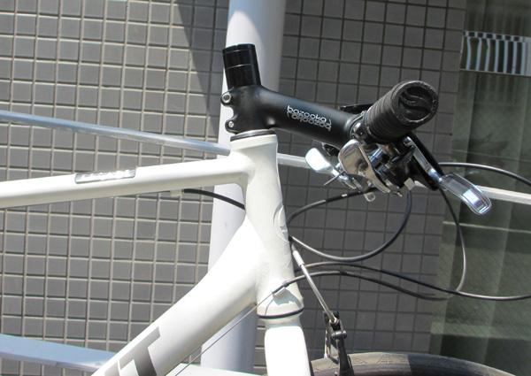 クロスバイクのステムを逆付けした結果