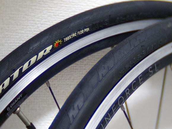 自転車のタイヤのカラーは黒が良い