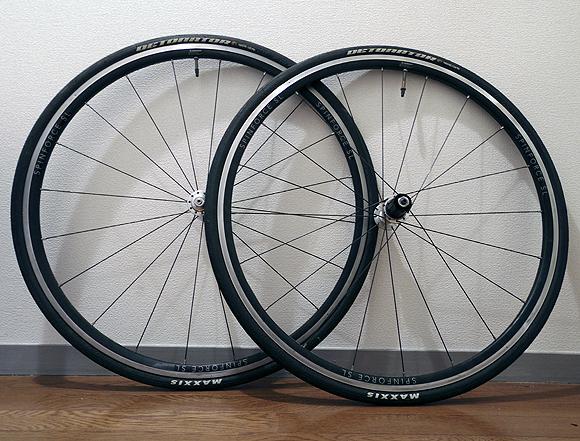 自転車のタイヤのマークとバルブを揃える