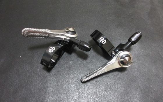 クロスバイクをブルホーン化するためにサムシフターを取り付ける