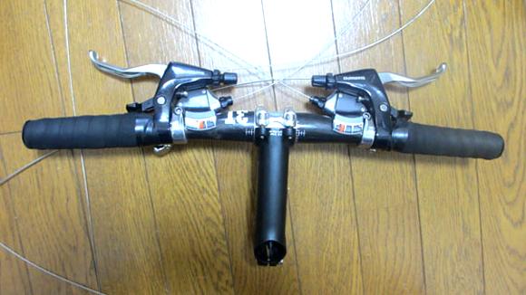 クロスバイクをブルホーン化するためハンドルを外す
