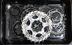 クロスバイクの汚れたスプロケットを清掃して綺麗にする方法