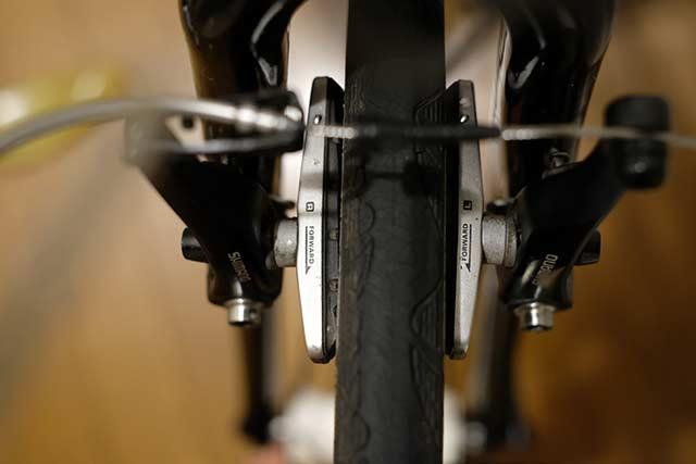 クロスバイクのブレーキはVブレーキ
