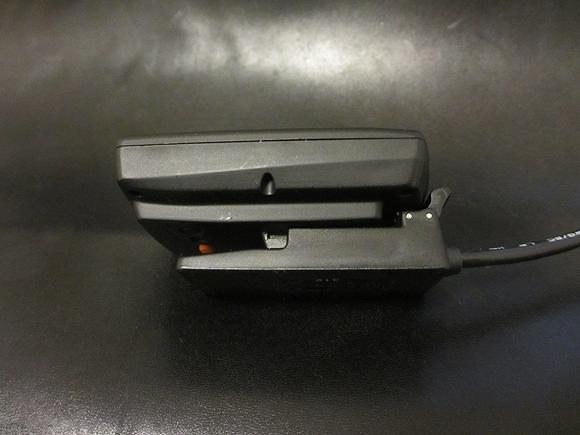 GPSサイクルコンピューターを充電