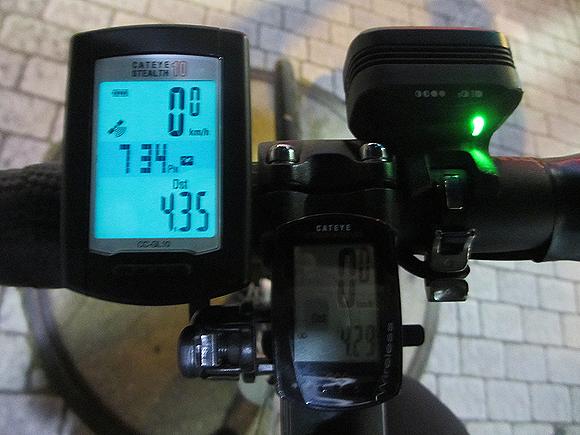 GPSサイクルコンピューターのバックライト