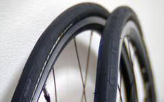 ロードバイクやクロスバイクの細い23Cタイヤのパンク防止策