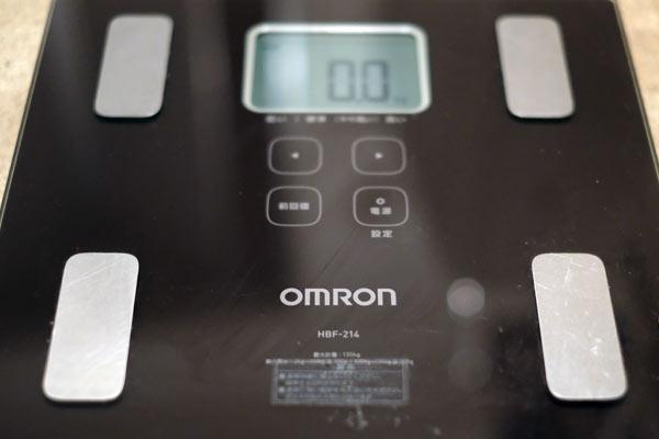 体脂肪計やBMIなどの機能が付いたヘルスメーター