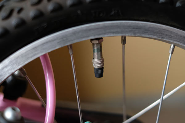 一般の自転車屋さんは英式バルブが普通