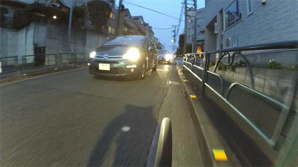 自転車にアクションカメラを搭載して撮影