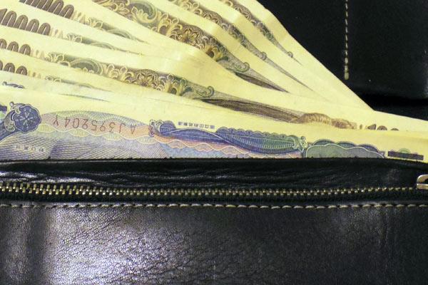 クロスバイクやロードバイクに乗車する際に財布は邪魔になる