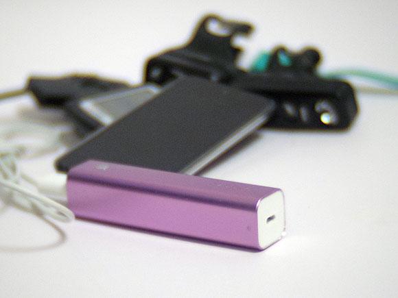 自転車にモバイルバッテリーを携帯する