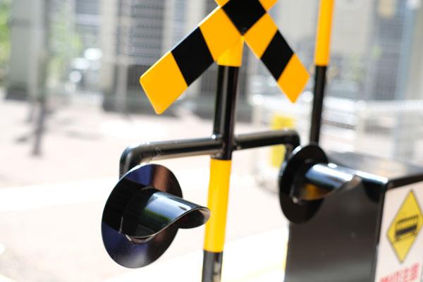 自転車踏切前の一時停止