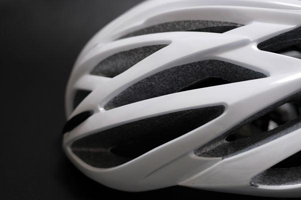 ロードバイク用のレーシーなヘルメットは街乗り用途のクロスバイクで似合わない