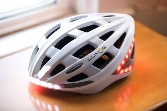 ヘルメットタイプの自転車用ウインカー