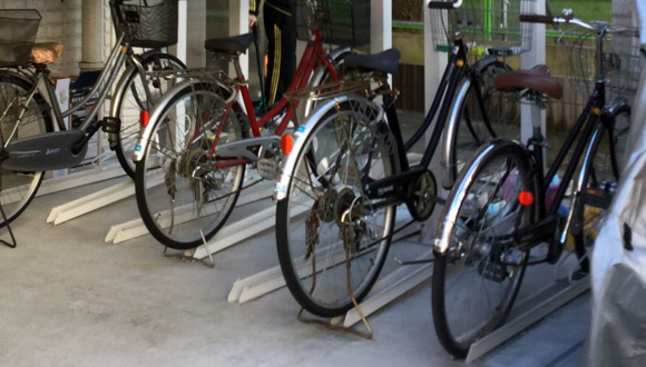 大人も自転車に乗ります