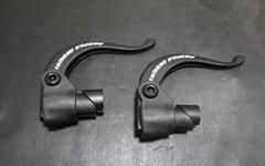 クロスバイクのブルホーン化で使用するエアロブレーキはミニVブレーキと互換性ありだゾ