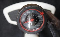 クロスバイクのタイヤの空気は毎日入れなきゃいけないの?