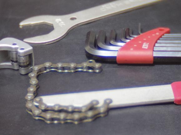 タイヤとホイールの交換に必要な道具