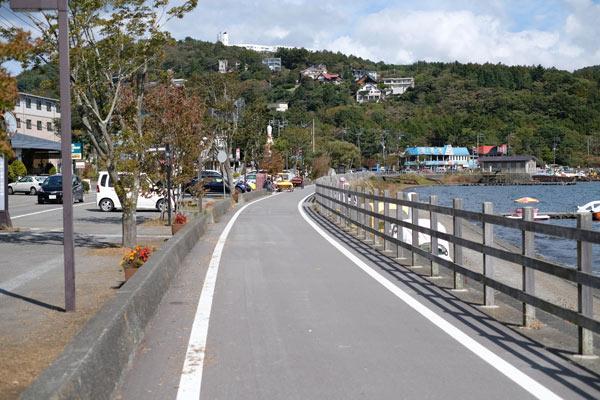 山中湖とサイクリングロード