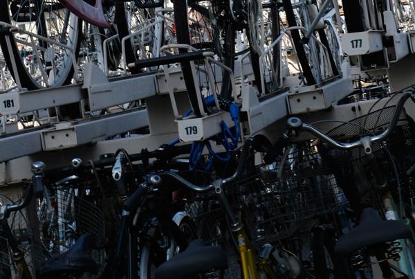 駐輪場上段は自転車に多重ロックしやすい