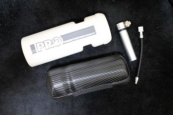 air boneをツールボトルに入れて持ち運ぶのが最もシンプルな携帯ポンプの持ち運び方