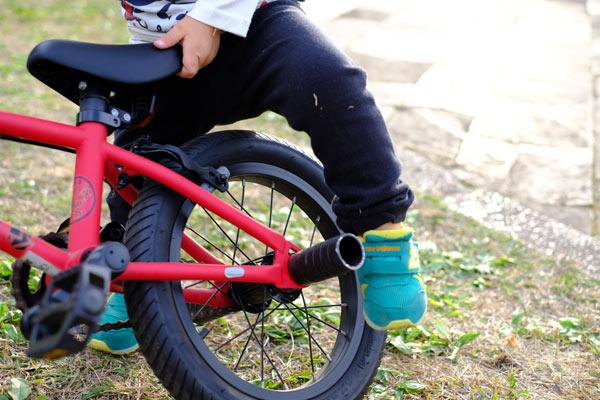 スムーズに補助輪無しの自転車に乗れない理由