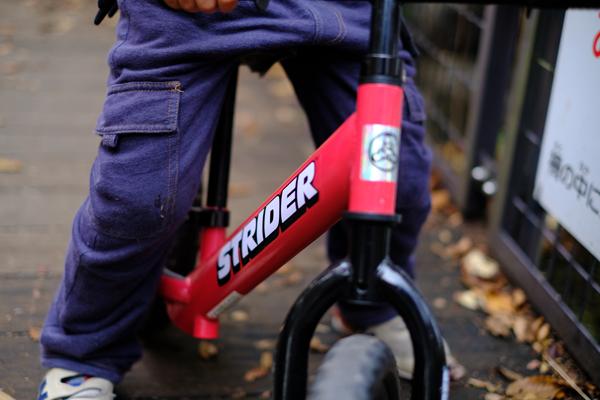 自転車に乗れるようになるための足枷はペダル