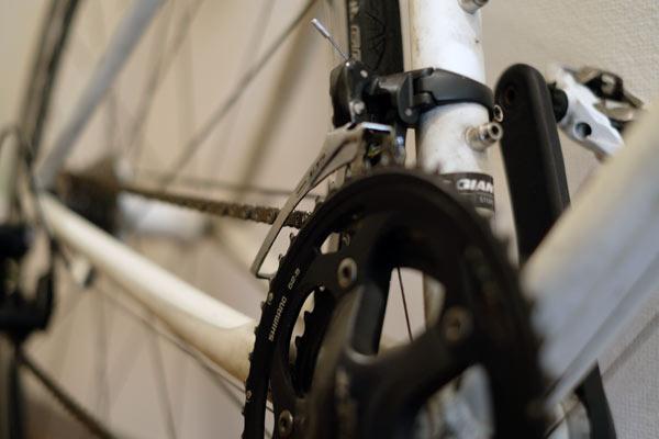 クロスバイクなどのチェーンステーアングル