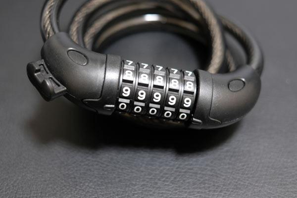 ダイヤルロックの番号は初期設定(0000)