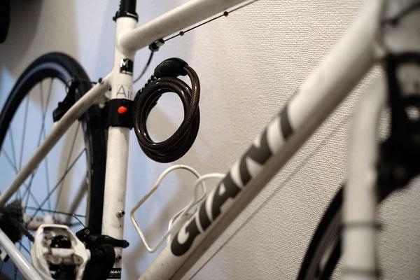 自転車の鍵をフレームに装備する