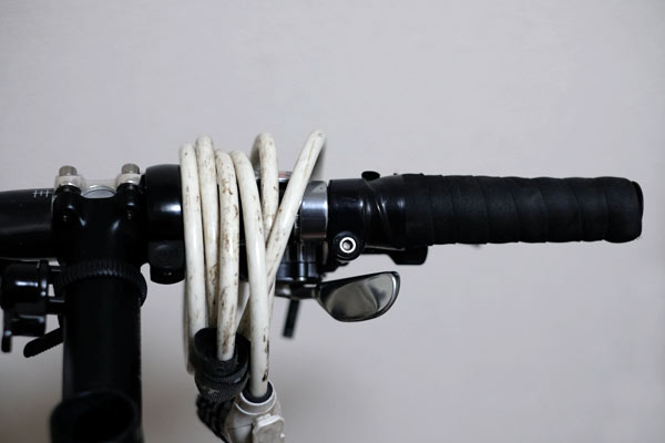 自転車の鍵はハンドルの掛けて持ち運ぶ