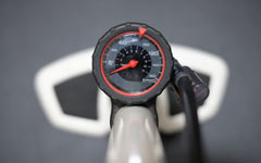 クロスバイクやロードバイクの適正なタイヤ空気圧の考え方