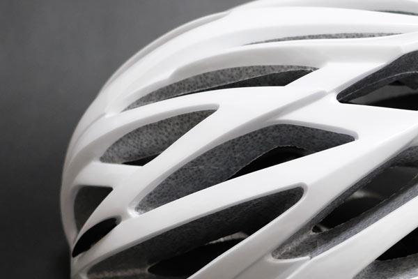 自転車でヘルメットを選ぶ際の悩みと抵抗感は心配ご無用