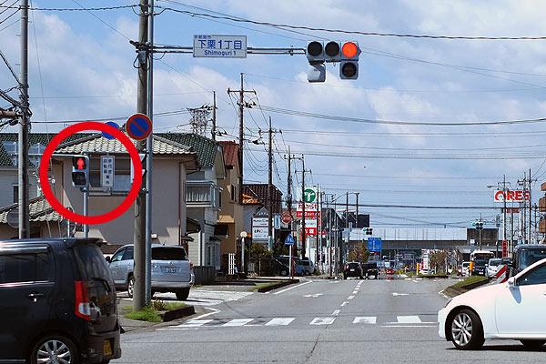 車道走行中も横断歩道の信号を意識する