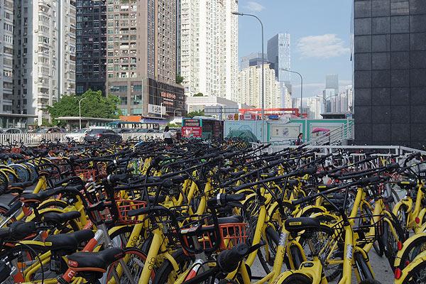 駅前のシェアバイク