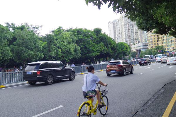 自転車の車道の走行