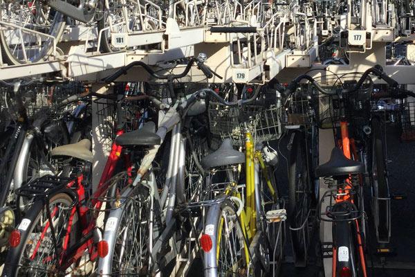 自転車は駐輪場に停めよう