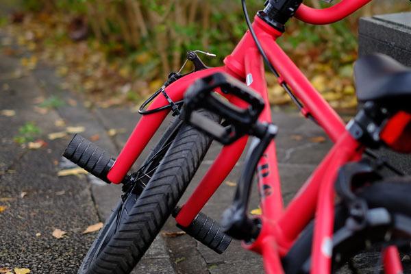 子供が補助輪無しで自転車に乗れるようになるまでの期間と練習方法のまとめ