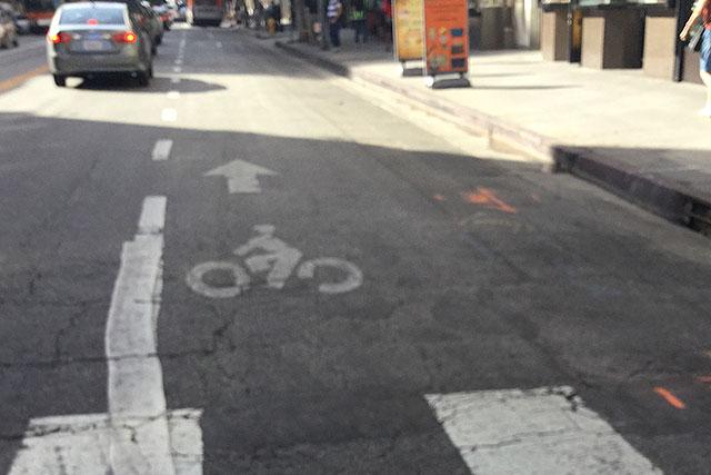 自転車レーンが広くて多い