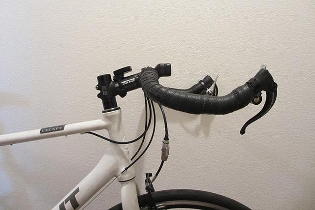 ステムの長さを変更してハンドルの距離の調整をする