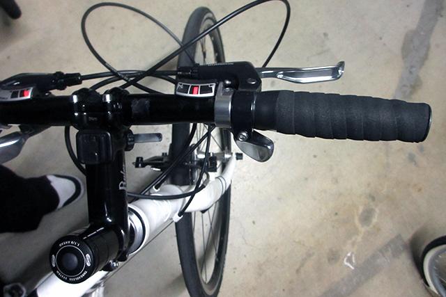 クロスバイクのグリップをバーテープにする