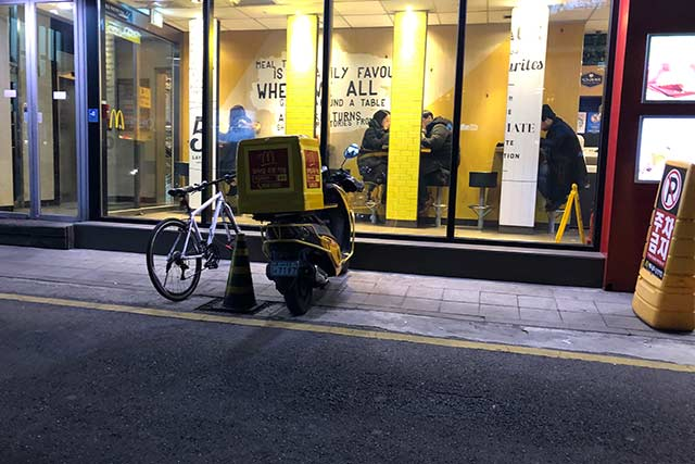 マクドナルド前の自転車