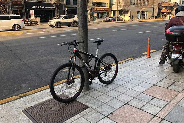 地球ロックする自転車