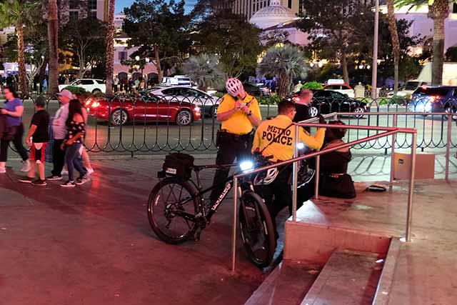 ラスベガスの警察は自転車に乗っている